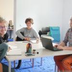 Seit Februar ist unser kleines Teilzeit-Projekt-Team im Kurze-Wege-Projekt komplett: Hanna, Lena und David (v.l.n.r.) bauen zusammen mit euch und vielen Projektpartnern Kurze Wege für den Klimaschutz in der Stadt und in den verschiedenen Quartieren.