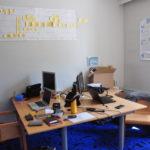 Seit Anfang Juli ist der Co-Working-Space (Gemeinschaftsbüro) PrimaKlimaRaum eröffnet. Neben den festen Arbeitsplätzen (hier im Bild), welche zeitlich buchbar sind, gibt es auch einen Besprechungsraum.